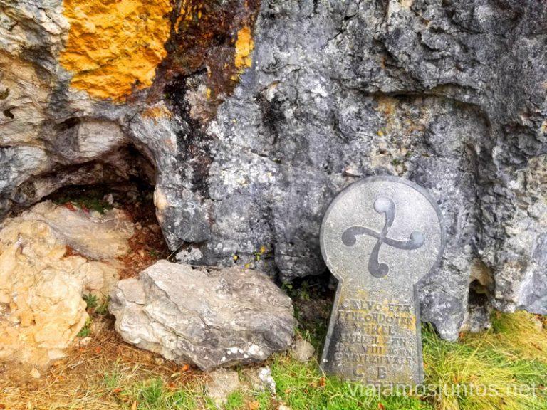 Entrada a la Cueva Mairuelegorreta. Qué ver y hacer en el País Vasco. Parque Natural de Gorbea.