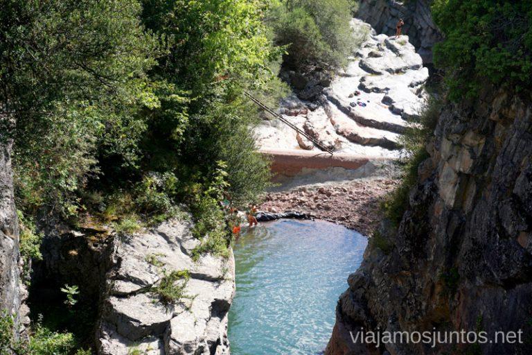 Pozas en los alrededores del Puente Santa Ana. Qué ver y hacer en el Valle de Hecho (Echo), Jacetania, Huesca, Aragón
