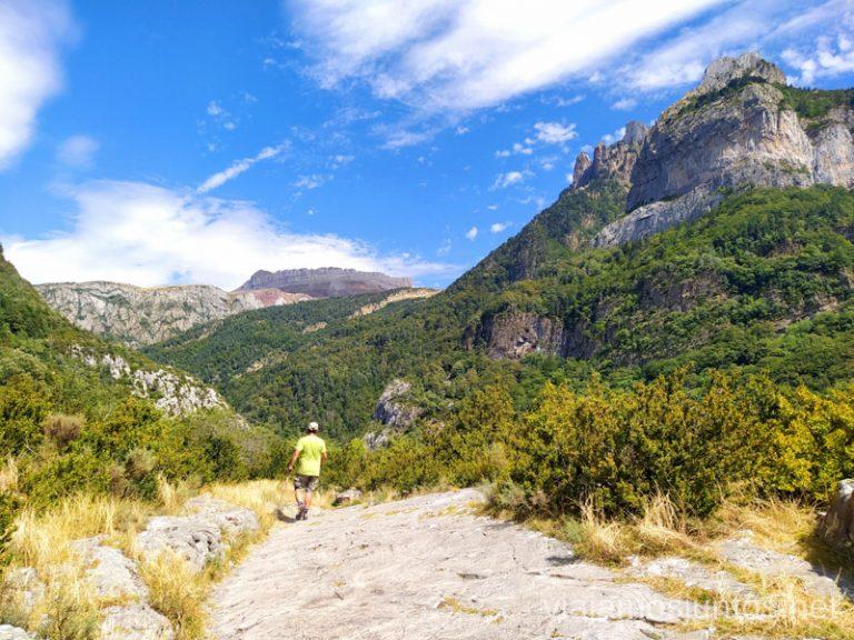 Ruta de senderismo por la zona denominada Boca del Infierno. Qué ver y hacer en el Valle de Hecho (Echo), Jacetania, Huesca, Aragón