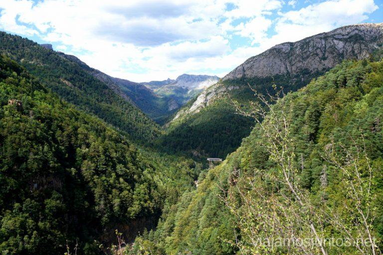 Vistas desde la Calzada Romana. Qué ver y hacer en el Valle de Hecho (Echo), Jacetania, Huesca, Aragón