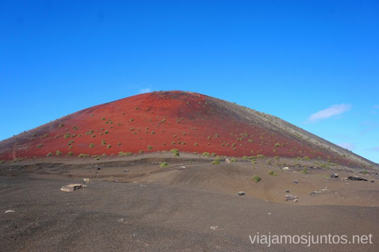 Montaña Colorada en su total esplendor. Rutas de senderismo entre los volcanes de Lanzarote.