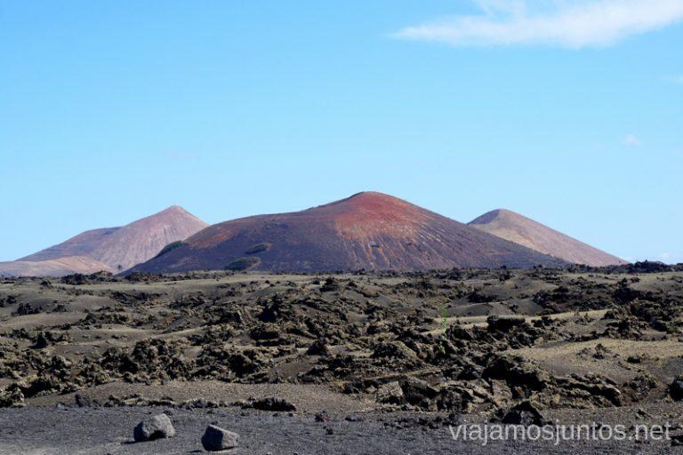 Caminando entre volcanes de Lanzarote.
