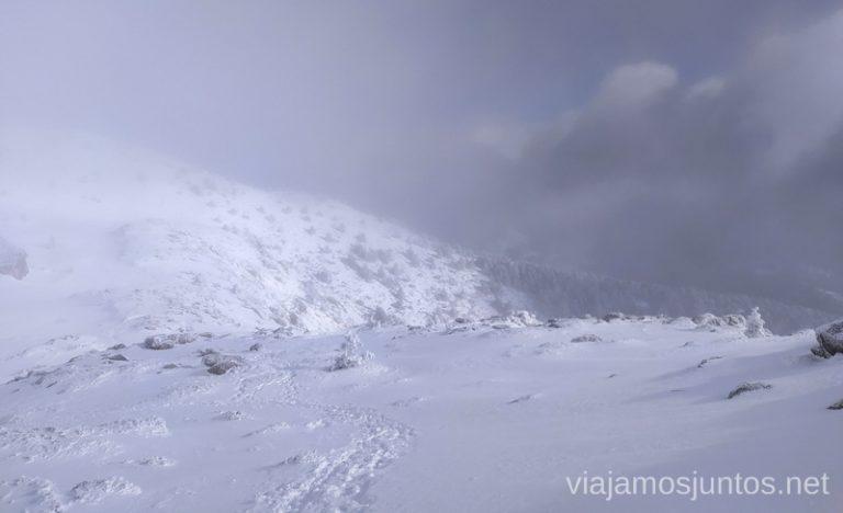 Cuidado con niebla en la montaña. Consejos para realizar rutas de senderismo en invierno y con nieve.