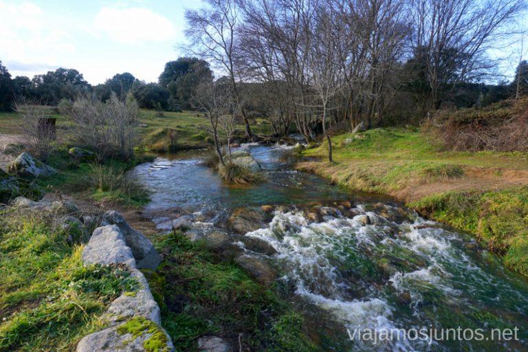 Río Perales en enero a su paso por Navalagamella. Ruta de los Molinos del Río Perales en Navalagamella, Comunidad de Madrid.