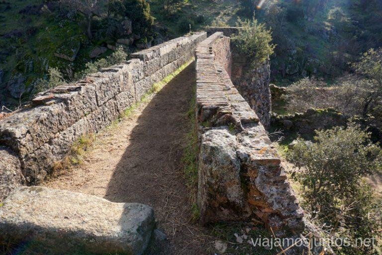 Molino desde arriba. Ruta de los Molinos del Río Perales en Navalagamella, Comunidad de Madrid.