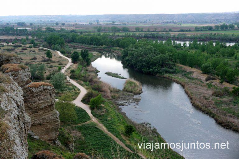 Vistas al río Jarama desde los cortados de Titulcia. Rutas de senderismo en Parque Regional del Sureste.