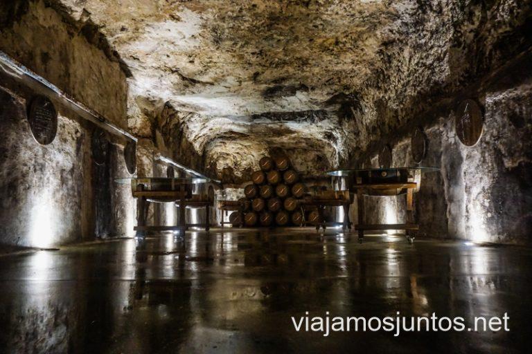 Cueva de crianza de las Bodegas Navarro López. Cuevas y bodegas de la ruta del vino de Valdepeñas, Castilla-La Mancha.