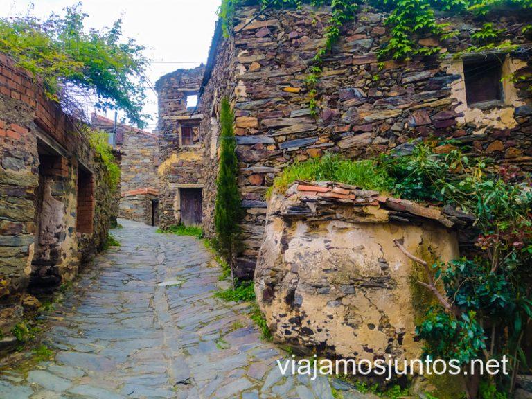 Horno y edificios de pizarra en Patones de Arriba.