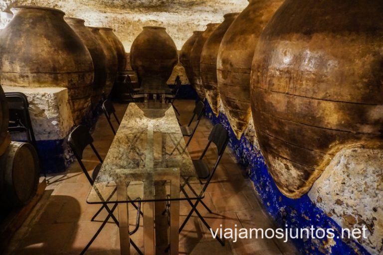 La cueva de la enoteca 11 Ánforas. Qué ver en la Ruta del Vino de Valdepeñas.
