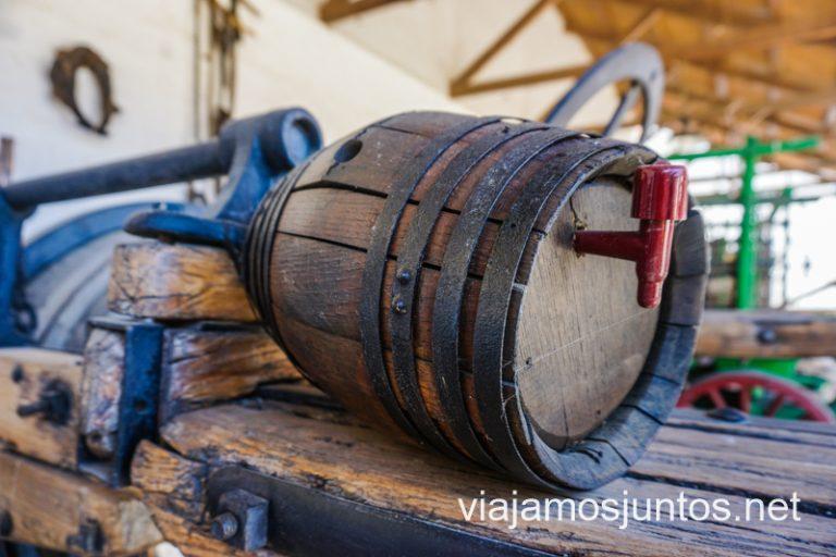 Un barrica en el museo del vino de Valdepeñas.