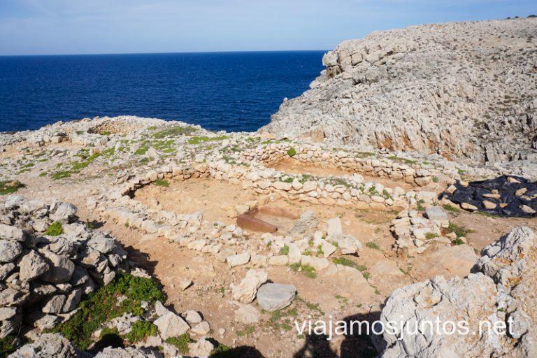 Poblado pretalayótico de Es Coll de Cala Morell. Ruta por monumentos prehistóricos de Menorca.
