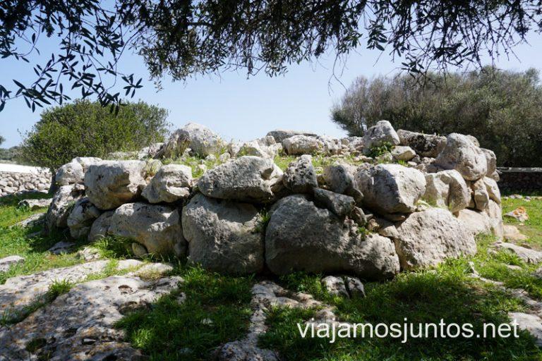Naveta Occidental de Biniac. Ruta por monumentos prehistóricos de Menorca.