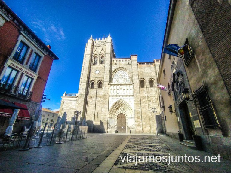 Ruta de los Palacios de Ávila: Palacio Valderrabanos a la derecha de la Catedral (solo se conserva la portada; hoy es un hotel).