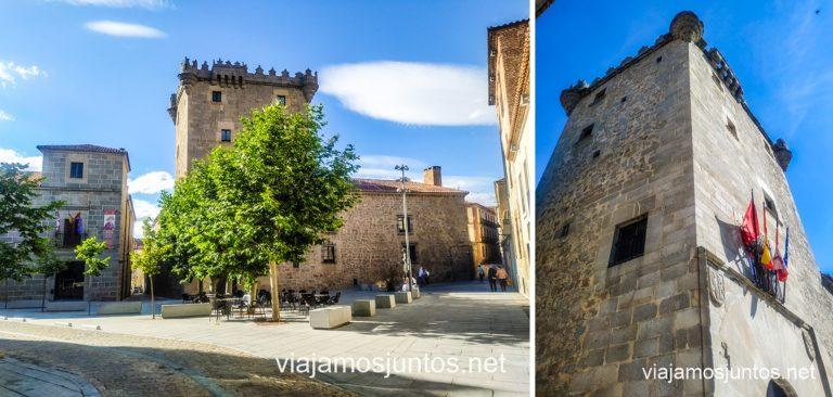 Palacio de los Superunda a la izquierda y el Torreón de los Guzmanes a la derecha.