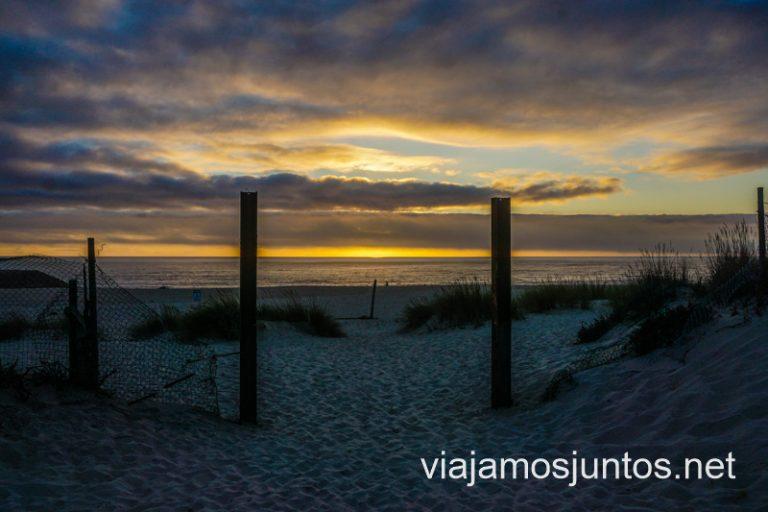 Atardecer desde la playa en Costa Nova en el Norte de Portugal.