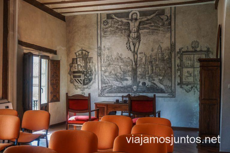 Grisallas murales renacentistas en el Ayuntamiento de Iniesta. Ruta del Vino de la Manchuela, Castilla-La Mancha.