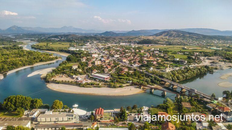 Vistas desde el castillo de Shkodrë, Albania.