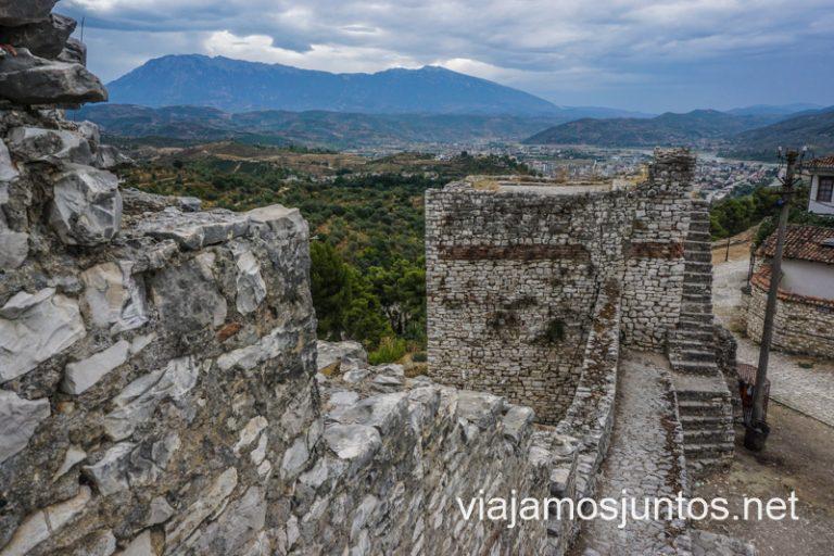 Castillo de Berat. Ruta por Albania por libre en transporte público (15 días).