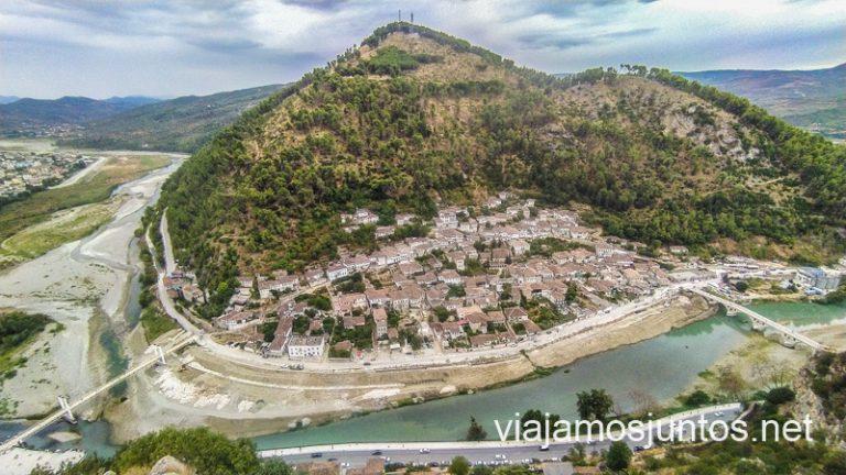 Barrio Gorica desde el castillo de Berat.