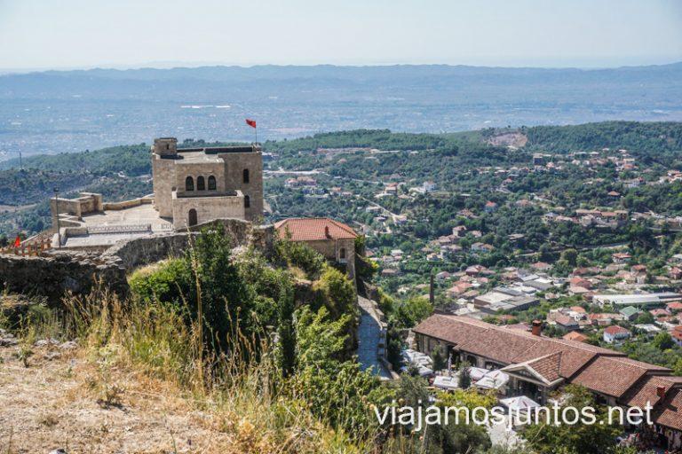 No olvides consultar los requisitos actuales para entrar en Albania.